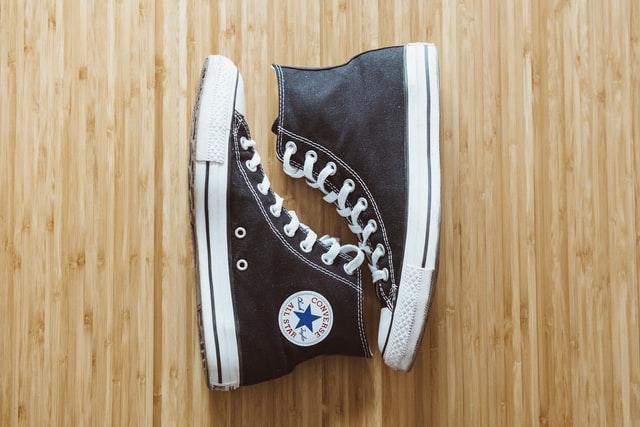 רכישת נעליים